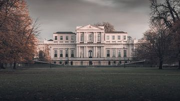Haarlem: Paviljoen Welgelegen in herfsttinten. van
