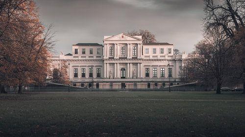 Haarlem: Paviljoen Welgelegen in herfsttinten. van Olaf Kramer