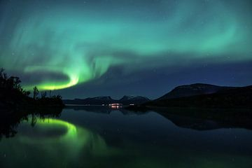 Nordlicht über dem Abisko-Nationalpark in Schweden von Jasper den Boer