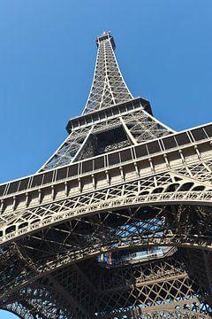 La vue de l'?il de grenouille de la Tour Eiffel sur Rene du Chatenier