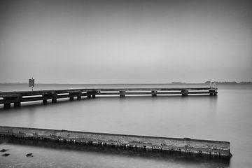 Aanlegsteiger aan het Grevelingenmeer van Jan van der Vlies