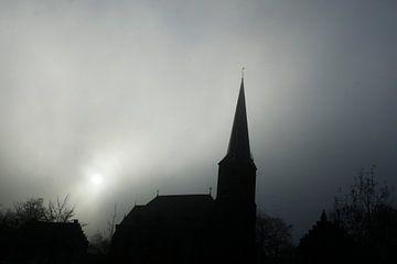 Kerk in de mist van Menno Bausch