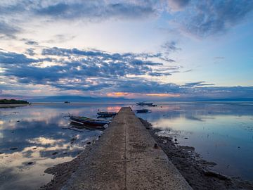 Zonsondergang vanaf een pier in Siquijor, Filipijnen van Teun Janssen