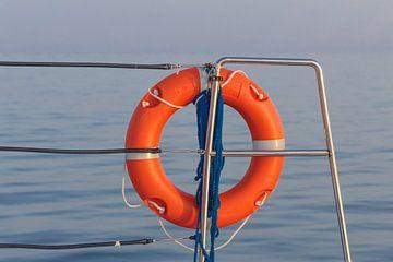 Reddingsboei op zeilboot van Stefania van Lieshout