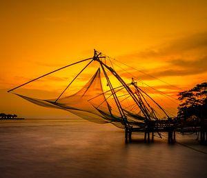 Chinese visnetten bij zonsondergang van Rik Plompen