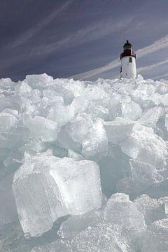 Kruiend ijs bij Vuurtoren Urk  van Barend Koper