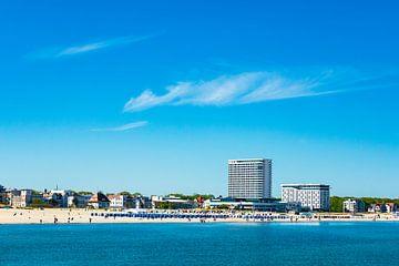 Blick über die Ostsee auf  Warnemünde von Rico Ködder