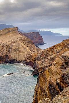 Uitzicht over de kliffen van het schiereiland Ponta de São Lourenço aan de oostkant van het eiland M van Sjoerd van der Wal