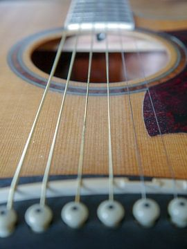 gitaar close-up,guitare gros plan,Gitarren-Nahaufnahme,guitar close-up von Evelien Brouwer