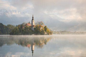 Bled lac sur un beau matin brumeux sur iPics Photography