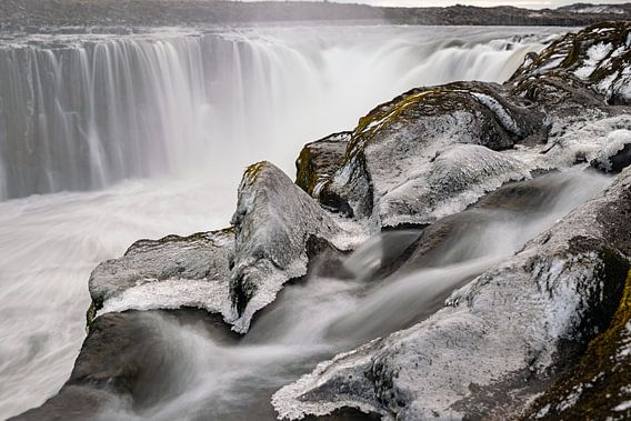 De waterval Selfoss in Noord IJsland
