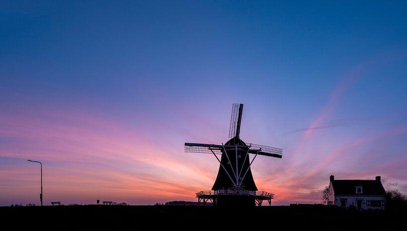 Molen D'Olde Zwarver net voor zonsopgang van Erik Veldkamp