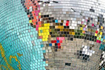 Kleurige reflecties in een discobol