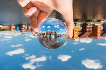Reitdiephaven met glazen bol sur Iconisch Groningen