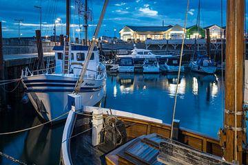Blaue Stunde im Lister Hafen, Sylt von Christian Müringer