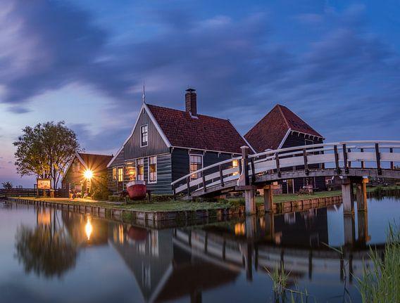 Blauwe uur in de Zaanse Schans op een mooie lentedag in 2016 van Ardi Mulder