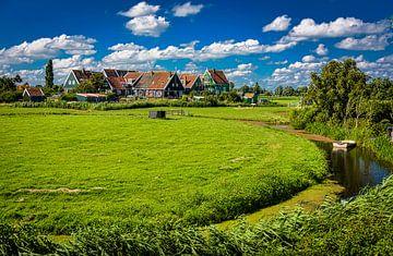Landschap met huisjes op Marken, Nederland van Rietje Bulthuis