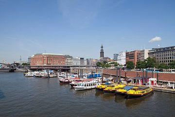 Binnenhafen, Gelbe Boote, Michaeliskirche, Hamburg, Deutschland, Europa von Torsten Krüger