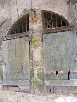 Oude garagedeuren in Frankrijk van Mirjam van Ginkel