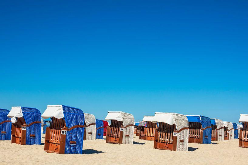 Strandkörbe am Strand von Warnemünde von Rico Ködder