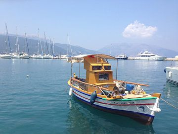 Griekse vissersboot van Mariët Visser