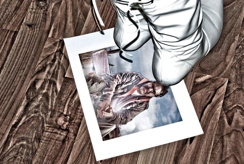 Ze treedt op  zijn liefde met voeten ... van Norbert Sülzner