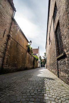 Rue de Bruges avec des pavés sur Mickéle Godderis