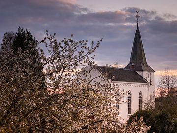 L'église pittoresque du village d'Elden sur Anke de Haan