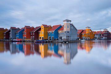Bunte Häuser am Reitdiephaven von Richard Gilissen