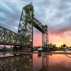 De Hefbrug tijdens zonsondergang van Prachtig Rotterdam