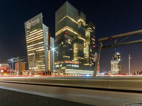 De Rotterdam en de Toren op Zuid op de Wilhelminapier in Rotterdam, gefotografeerd vanaf de Erasmusb