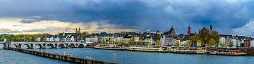 Regenwolken boven Maastricht - Mestreech II sur Teun Ruijters