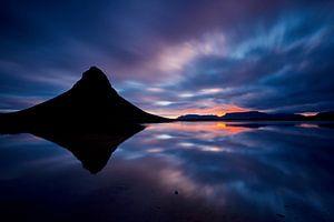 (silhouette) Kirkjufell tijdens een zonsopkomst
