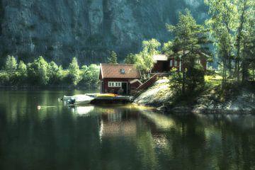 Feeëriek huisje aan het water van Evy De Wit