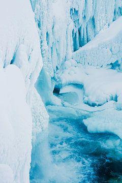 Bevroren waterval van Ineke Huizing