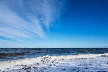 Vagues sur la côte de la mer Baltique près de Nienhagen