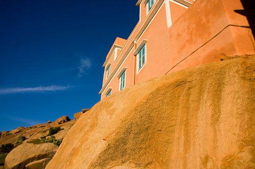 Tafraoute / Adaj, House on a rock