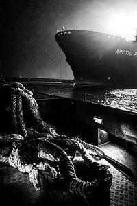 Trossen en schepen in de haven van Rotterdam van