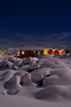 Lofoten vakantiehuisjes in de sneeuw van Dirk-Jan Steehouwer