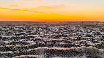 Bevroren zand op het Zandvoortse strand van Monique van Middelkoop