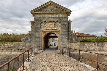 Stadspoort in de vesting Saint Martin de Ré, Frankrijk van Maarten Hoek