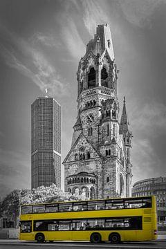 BERLIN Kaiser-Wilhelm-Gedächtniskirche mit Bus | colorkey von Melanie Viola