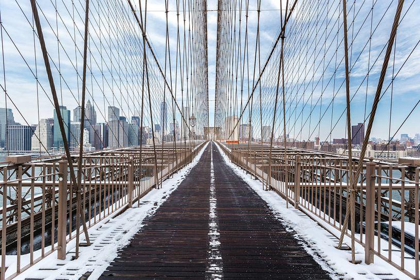 Brooklyn Bridge en skyline NY van Inge van den Brande