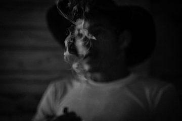 Mysteriöser kubanischer Zigarrenraucher von Raf Verbraeken