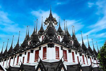 Daktempel Wat Ratchanatdaram in Bangkok Thailand van Dieter Walther