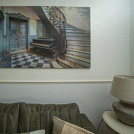 Klantfoto: De verlaten piano en de trap van Truus Nijland, op canvas