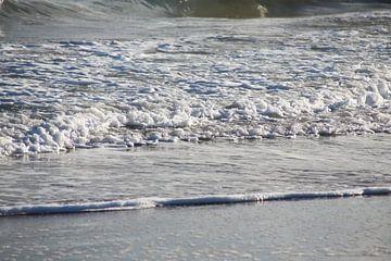 zee met golven van marijke servaes