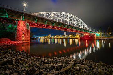 De John Frostbrug in Arnhem in de avond. van Claudio Duarte
