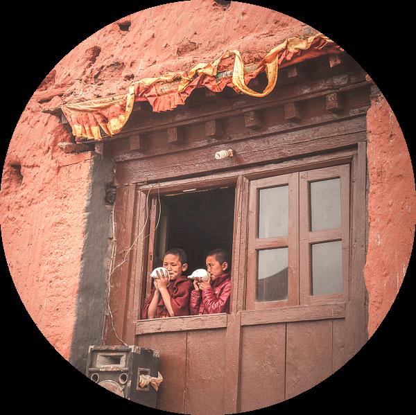 Jonge boeddhistische oproep voor het gebed van Edgar Bonnet-behar
