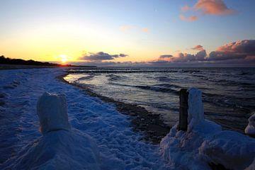 Ostseestrand mit Schnee von Thomas Jäger